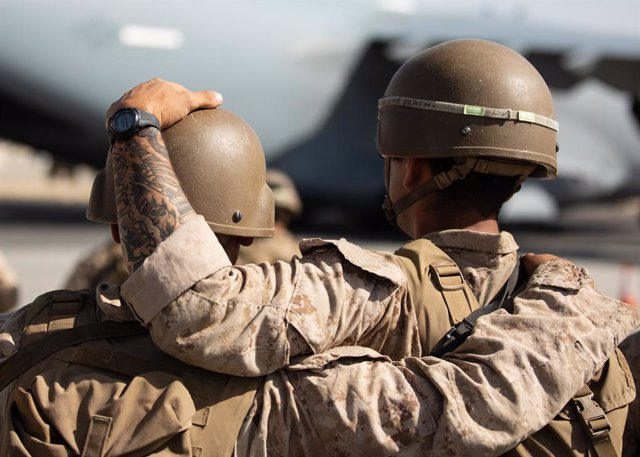 27 August 2021, Afghanistan, Kabul: Apicture made available on 30 August 2021 shows US Marines honour the 11 Marines who were killed during operations in Afghanistan before being airlifted to the USA. Photo: -/U.S. Marines via ZUMA Press Wire Service/dpa