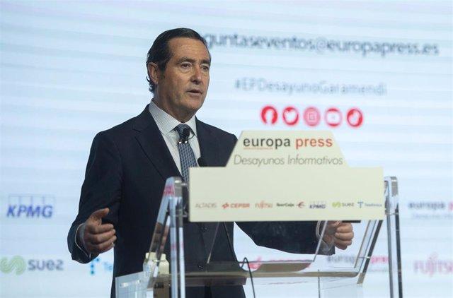 Archivo - El presidente de la CEOE, Antonio Garamendi, participa en los Desayunos Informativos de Europa Press en el Auditorio El Beatriz Madrid, a 13 de julio de 2021, en Madrid (España).