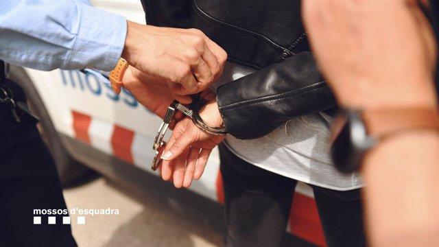 Arxiu - Foto de recurs d'una detenció dels Mossos d'Esquadra
