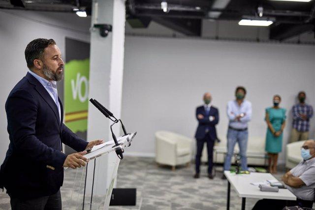 El presidente de Vox, Santiago Abascal, interviene en una rueda de prensa del Comité de Acción Política de Vox, en su sede nacional, a 30 de agosto de 2021, en Madrid, (España). Durante la rueda de prensa, Abascal ha hablado, entre otros temas, sobre la g