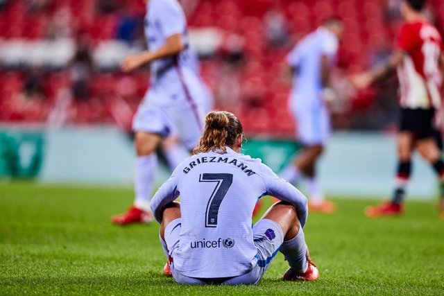 Antoine Griezmann of FC Barcelona laments during the Spanish league, La Liga Santander, football match played between Athletic Club and FC Barcelona at San Mames stadium on August 21, 2021 in Bilbao, Spain.