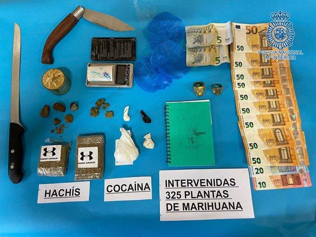 Droga, dinero y objetos intervenidos a los detenidos