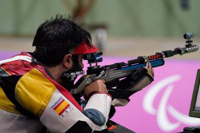 Juan Antonio Saavedra durante la competición de carabina tendido 10 metros de los Juegos Paralímpicos de Tokio