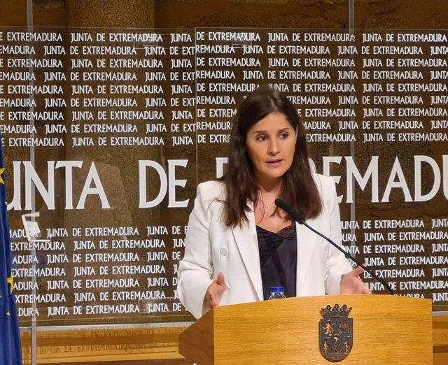 La portavoz de la Junta de Extremadura, Isabel Gil Rosiña, en rueda de prensa tras el Consejo de Gobierno autonómico
