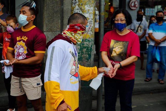 Archivo - Misa en Filipinas durante la pandemia de coronavirus.