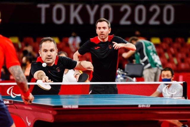 Jordi Morales y Álvaro Valera durante el partido de dobles ante Gran Bretaña en los Juegos Paralímpicos de Tokio