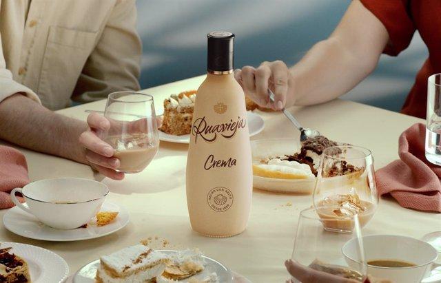 Archivo - La nueva botella de Ruavieja es 100% reciclable