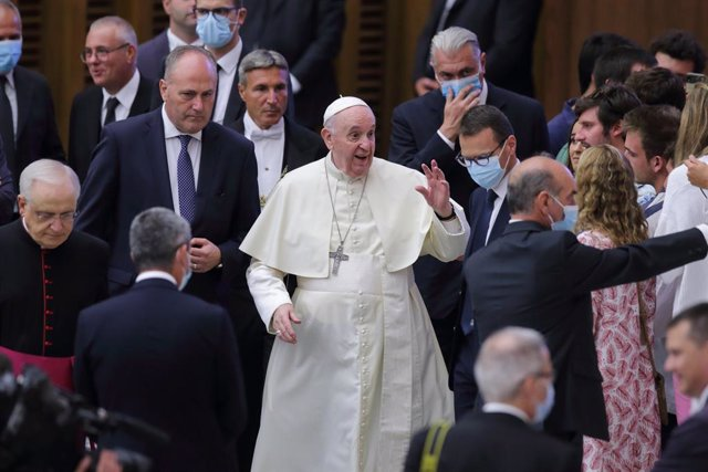 01 September 2021, Vatican, Vatican City: Pope Francis arrives for his his Wednesday General Audience in Paul VI Hall at the Vatican. e Photo: Evandro Inetti/ZUMA Press Wire/dpa