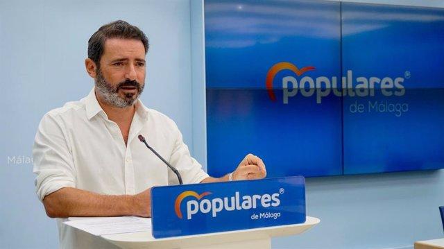 El coordinador general del PP de Málaga y parlamentario andaluz, José Ramón Carmona, en rueda de prensa