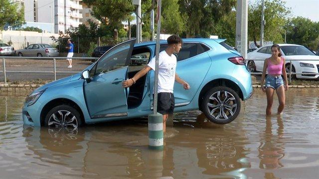 Inundaciones en Sagunto tras una tromba de agua que ha dejado más de 220 litros/m2 en cuatro horas