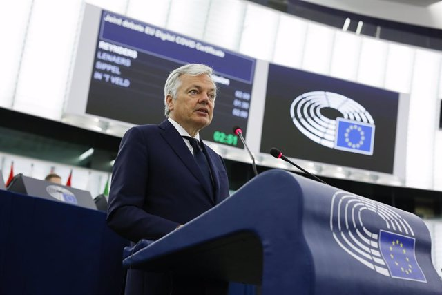 Archivo - HANDOUT - 08 June 2021, France, Strasbourg: European Commissioner for Justice Didier Reynders speaks at a plenary session of the European Parliament during a joint debate on the EU's Digital COVID Certificate. The European Parliament's Strasbour