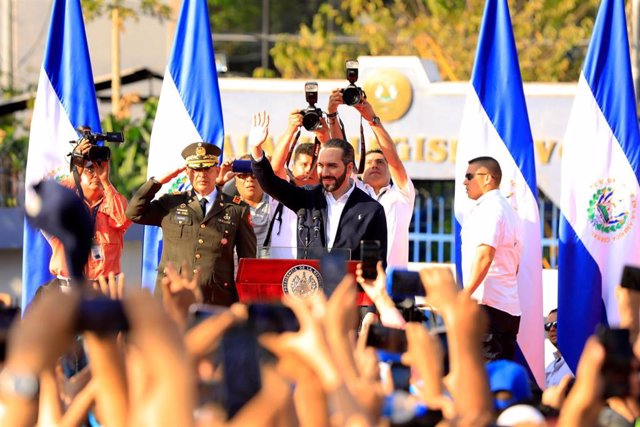 Archivo - El presidente de El Salvador, Nayib Bukele, frente a la Asamblea Legislativa.