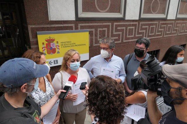 La Plataforma Estatal por la Escuela Pública, en declaraciones a los medios este miércoles 1 de septiembre frente al Ministerio de Educación y FP, en Madrid