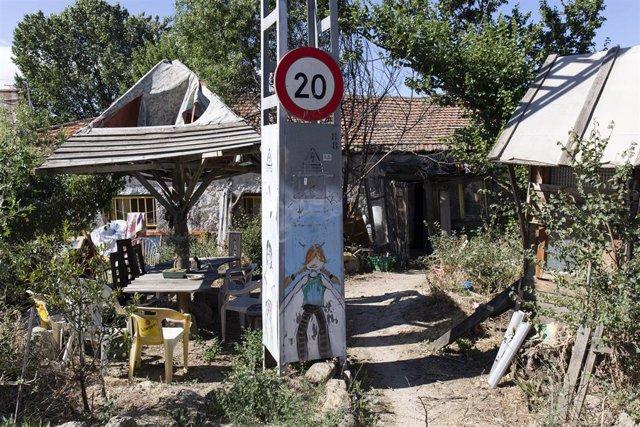 Archivo - El patio de una casa en la comunidad de Navalquejigo