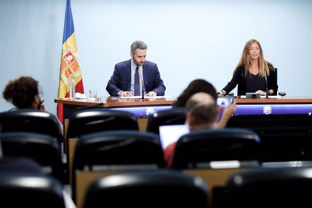 Jover i Mas atenen els mitjans a la sala de premsa del Govern d'Andorra