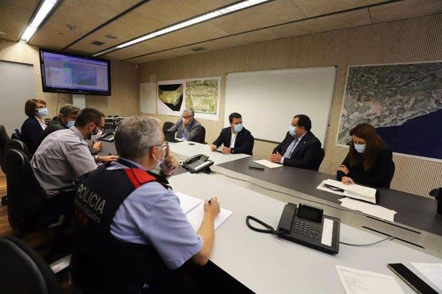 El president de la Generalitat, Pere Aragonès, i el conseller d'Interior, Joan Ignasi Elena, al Cecat
