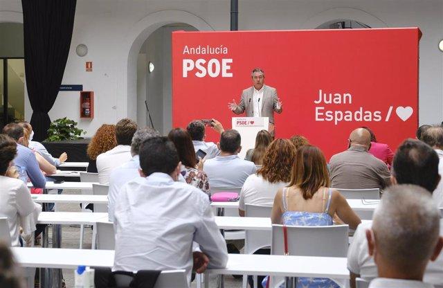 Archivo - El secretario general del PSOE-A, Juan Espadas, en Cádiz en la reunión de la Interperlamentaria de este partido, en una foto de archivo.