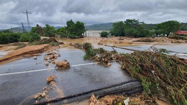 Els Bombers han mobilitzat un centenar d'efectius per les inundacions de Tarragona