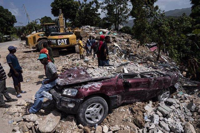 Labores de rescate tras el terremoto en Haití