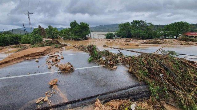 Els Bombers han mobilitzat un centenar d'efectius per les inundacions de Tarragona.