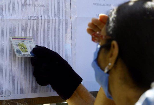 Archivo - Elecciones parlamentarias del 6 de diciembre en Venezuela