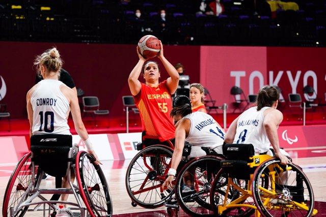 Imagen del partido entre la selección española femenina de baloncesto en silla de ruedas y Gran Bretaña de los Juegos Paralímpicos de Tokio