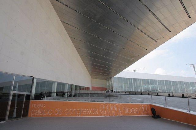Archivo - Exterior de la fachada del Palacio de Congresos y Exposiciones de Sevilla
