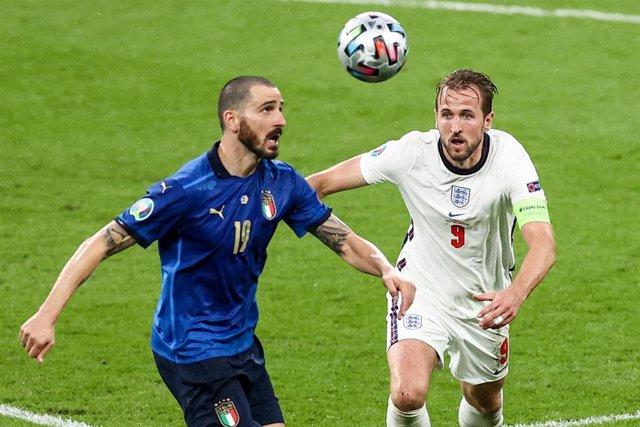 Archivo - Bonucci y Kane en la final de la Eurocopa