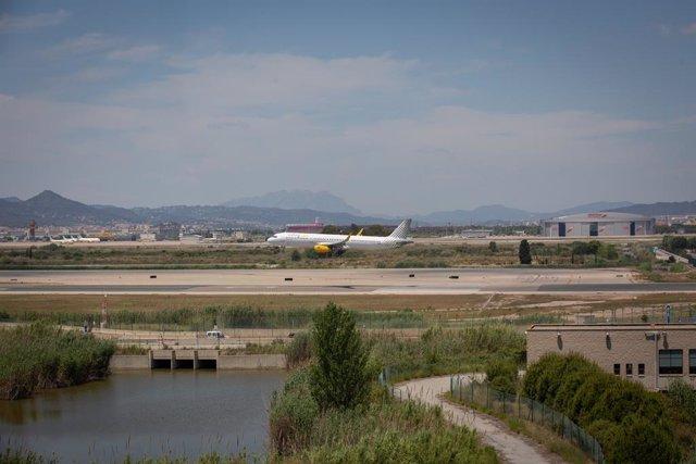 Archivo - Arxiu - Un avió a l'Aeroport de Josep Tarradellas Barcelona-el Prat