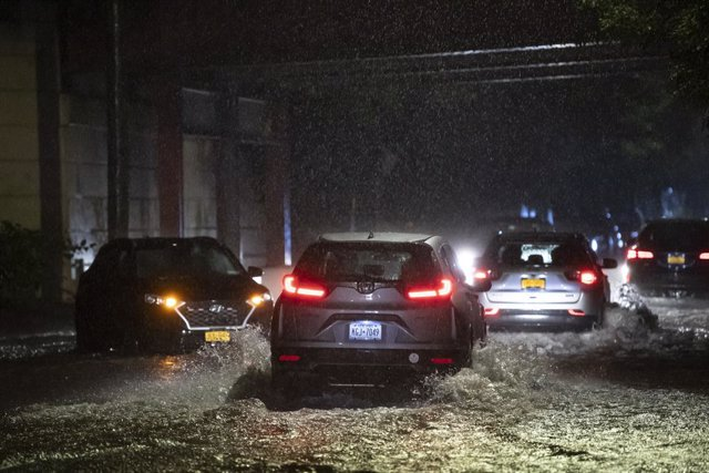 01 September 2021, US, New York: Cars drive through a flooded street in Staten Island, New York. Foothills of hurricane Ida have brought the heaviest rain since records began to the metropolis of New York. Photo: Kostas Lymperopoulos/CSM via ZUMA Wire/dpa