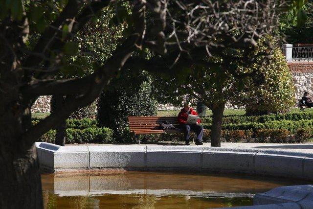 Archivo - El Parque de El Retiro, en Madrid (España), a 31 de marzo de 2021. Esta semana Parque del Retiro ha reabierto todas sus áreas al completo, con un horario desde las 06.00 hasta las 22.00 horas, después de haber sido restaurado tras el paso de la
