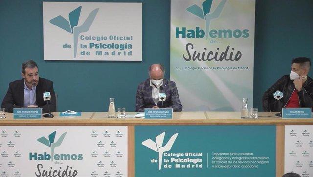 Luis Fernando López, Coordinador Técnico del programa 'Hablemos de... Suicidio', José Antonio Luengo, Decano del Colegio Oficial de la Psicología de Madrid, y Román Reyes, en representación de la Plataforma Stop Suicidios.