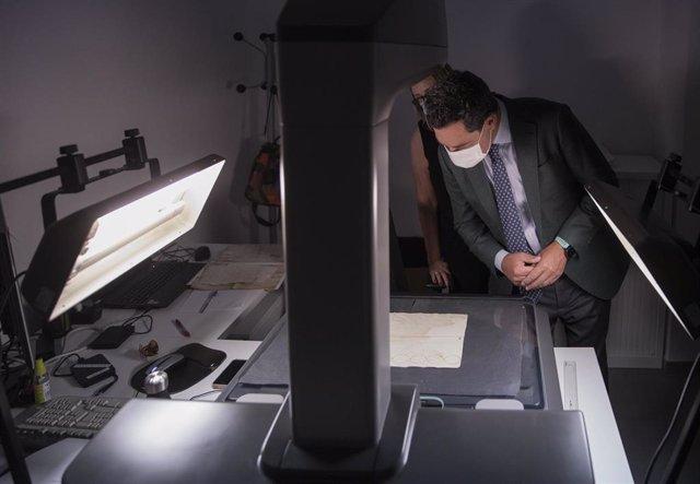 El presidente de la Junta de Andalucía, Juanma Moreno, durante la inauguración de la nueva sede del Archivo General de Andalucía en el edificio del Pabellón del Futuro de la Expo 92. Pabellón del Futuro, a 02 de septiembre de 2021, en Sevilla (Andalucía,