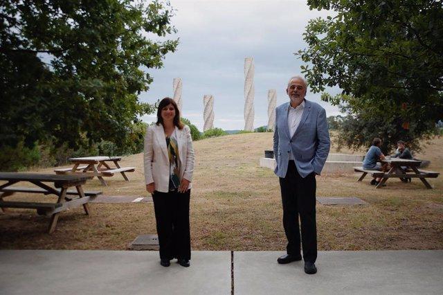 La consellera de Recerca i Universitats de la Generalitat, Gemma Geis, i el rector de la UAB, Javier Lafuente