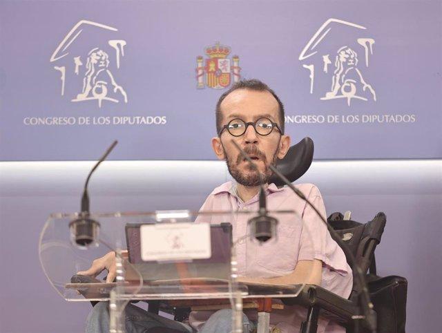 El portavoz de Unidas Podemos en el Congreso, Pablo Echenique, ofrece una rueda de prensa en el Congreso de los Diputados, Madrid, (España).