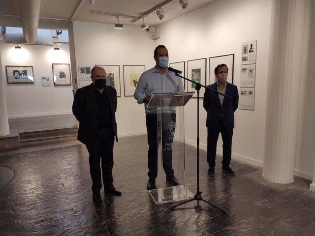 Inauguración de  'El grabado con láser. Homenaje al Museo Etnográfico de Castilla y León' en La Salina con presencia de José Fuentes, David Mingo y Antonio Navarro, de izquierda a derecha