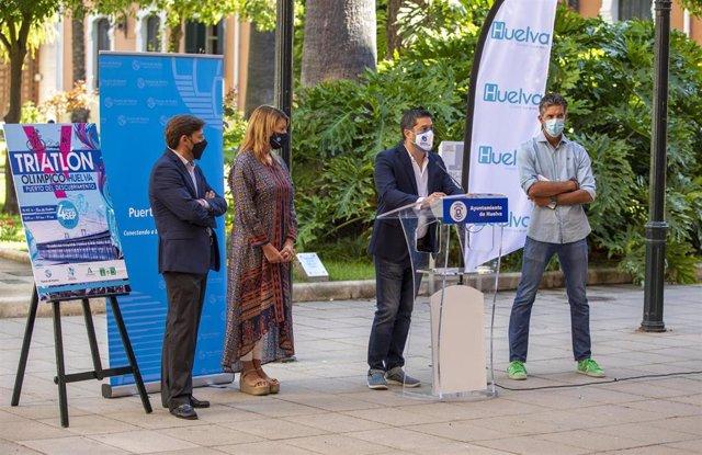 Rueda de prensa de la presentación de  la quinta edición del Triatlón Olímpico 'Huelva, Puerto del Descubrimiento'.