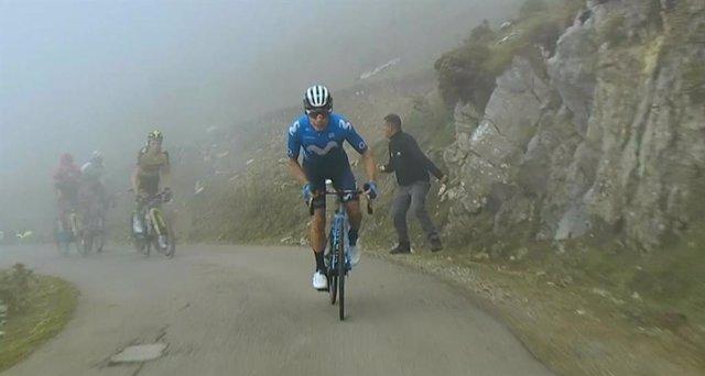 El ciclista colombià Miguel Ángel López (Movistar Team) guanya la divuitena etapa de la Vuelta 2021