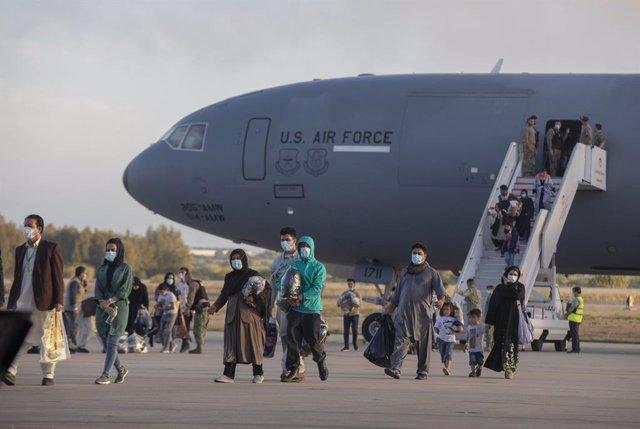 Refugiados afganos llegan a la Base Naval de Rota donde serán atendidos por EEUU. A 31 de agosto de 2021, en Rota (Cádiz, Andalucía, España).