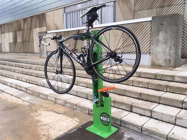 La ciudad de Huesca instala un punto de auto reparación y mantenimiento de bicicletas.
