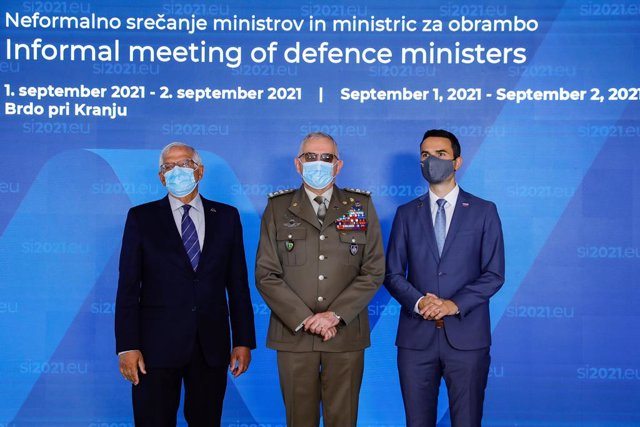 HANDOUT - 02 September 2021, Slovenia, Kranj: (L-R) Josep Borrell, EU High Representative for Foreign Affairs and Security Policy, General Claudio Graziano, chairman of the EU Military Committee, and Matej Tonin, Minister of Defence of Slovenia, pose for