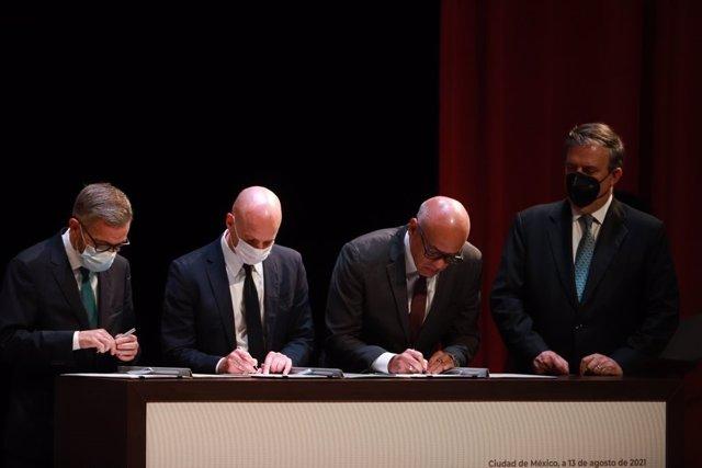 Firma del memorando de entendimiento entre el Gobierno de Venezuela y la oposición en el inicio de conversaciones