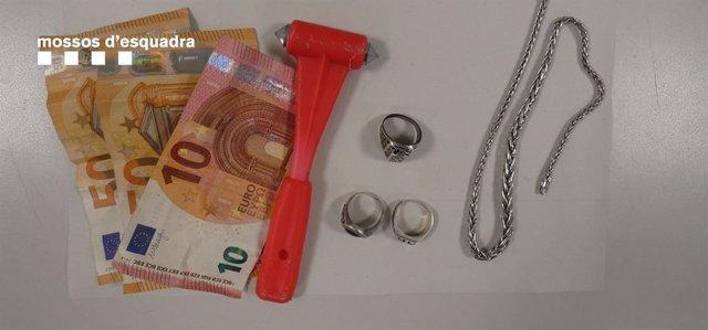 Detinguts dos joves a Roses (Girona) per tres presumptes robatoris el mateix dia