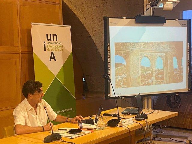 El catedrático de Composición y director de orquesta José María Sánchez-Verdú en los cursos de verano de la UNIA.