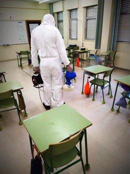 Archivo - Desinfección a cargo de Emulsa de un aula en un colegio de Gijón con positivos de COVID-19 (Archivo)