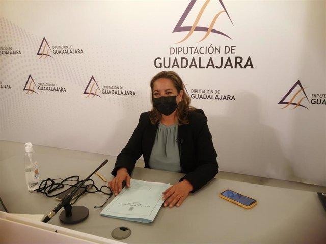 La vicepresidenta segunda de la Diputación, Olga Villanueva, presenta la programación de formación online de Dipuemplea.