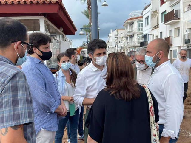 El vicepresident de la Generalitat, Jordi Puigneró, durant la seva visita a les zones afectades per les inundacions de Tarragona