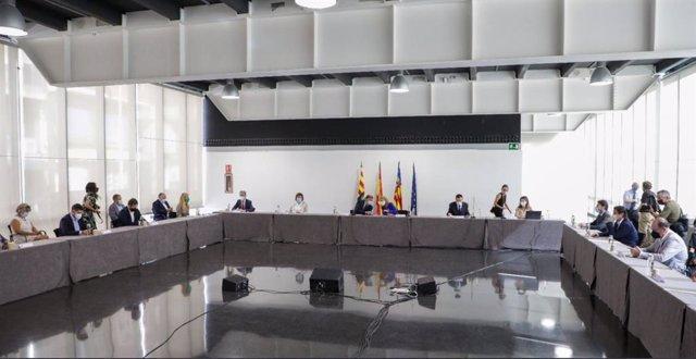 La ministra de Transportes, Raquel Sánchez, junto al president de la Generalitat, Ximo Puig, y alcaldes.