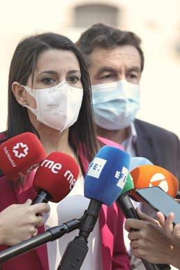 La presidenta de Ciudadanos, Inés Arrimadas, ofrece declaraciones a los medios, después de su reunión con representantes de la Unión de Militares de Tropa (UMT), en la Plaza de las Cortes, a 3 de septiembre de 2021, en Madrid (España). La asociación Unión