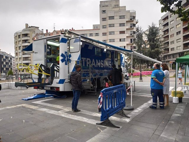 Vacumóvil en Oviedo, unidad móvil para vacunar contra la COVID-19